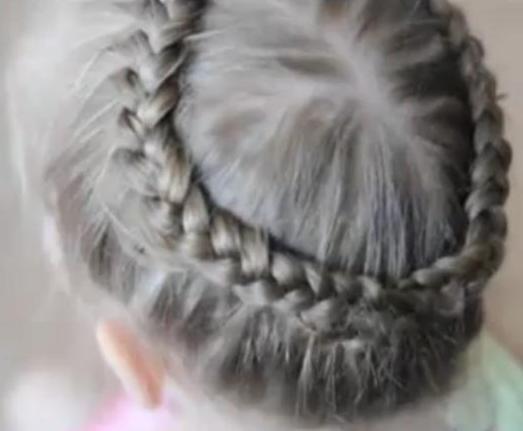 На видео косу вокруг головы