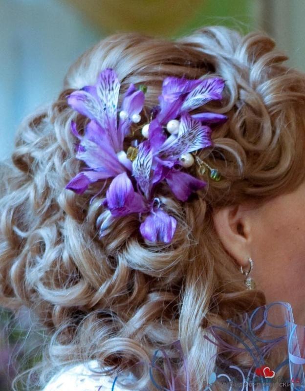 украшение прически живыми цветами фото