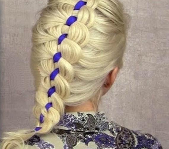 Коса-колосок с вплетенной