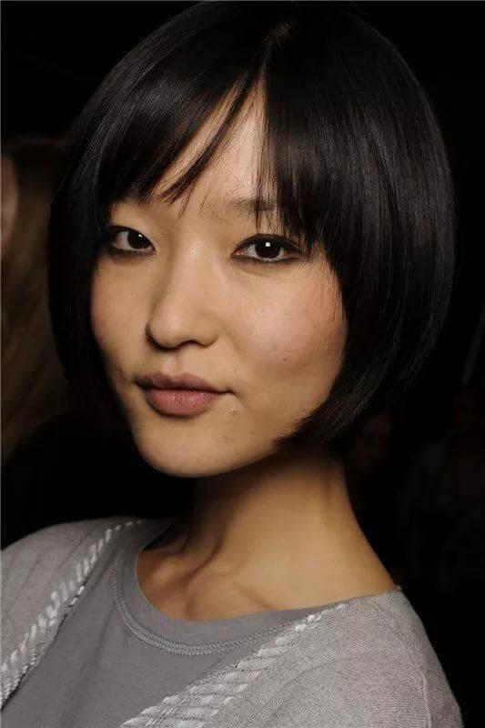 прически для азиатского типа лица фото наивным считать