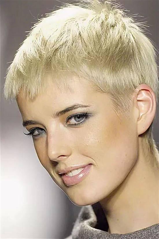 Женские стрижки с открытыми ушами